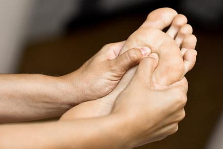 Réflexologie plantaire, massage du pied pour soigner