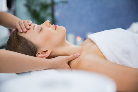 Massage de tête, réflexologie faciale